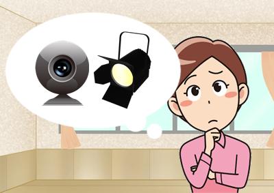 カメラや照明のことを考える女性