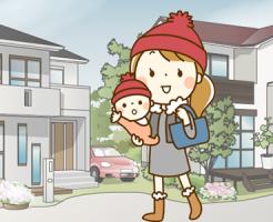 子供と歩くシングルマザー